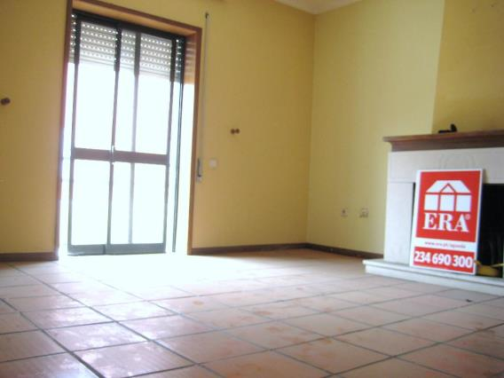 Apartamento T2 / Águeda, Barrô e Aguada de Baixo