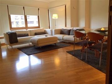 Apartamento T3 / Loures, Urb. Real Forte