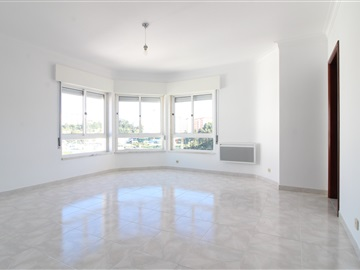 Apartment T3 / Sintra, Rio de Mouro