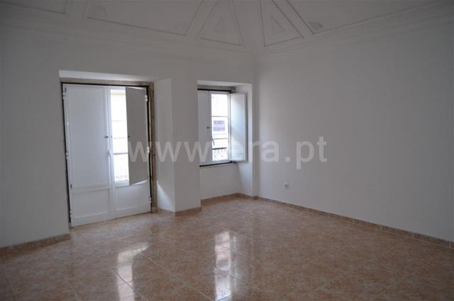 Building / Setúbal, Zona1/Avª 5 de Outubro,Baixa,Clube Naval,Tribunal,