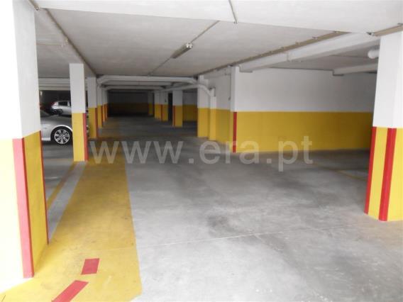 Garagem / Paredes, Gandra