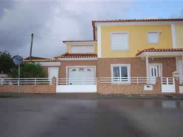 House T3 / Torres Vedras, Campelos e Outeiro da Cabeça