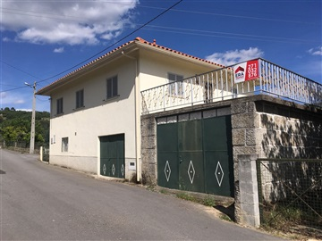 House T3 / Trancoso, Freches e Torres