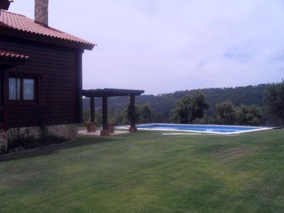 House T4 / Tomar, Serra e Junceira