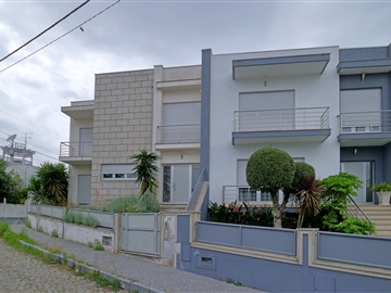 Semi-detached house T4 / Paredes, Lordelo