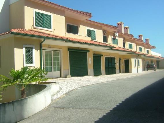 Terraced house T4 / Tomar, Serra e Junceira
